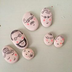 La famille caillou-  great faces for clothespin dolls!