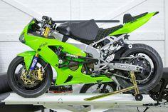 Stunt Bike, Kawasaki Ninja Zx6r, Kawasaki Motorcycles, Street Bikes, Stunts, Fast Cars, Sliders, Transportation, Vehicles