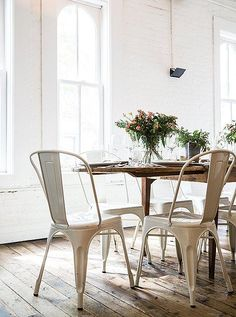 Powder coat metal dining chairs add a casual, farm-fresh vibe to this rustic tablescape. See more on our Style Guide: 7 Steps to Mastering the Casual Fall Dinner Party from Haven's Kitchen founder Alison Cayne.