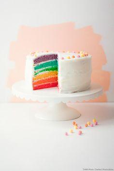 Découvrez comment réaliser facilement une recette de rainbow cake en suivant les étapes simples de notre préparation. Un délicieux goûter qui plaira à tous ! Multi Color Cake, Basic Vanilla Cake Recipe, Robot Cake, Rainbow Layer Cakes, Cake Slicer, Fig Cake, Gravity Cake, How To Make Frosting, Novelty Birthday Cakes