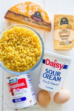 A homemade Mac and Cheese Recipe that children eat (and love)! The ultra creamy cheese sauce is so easy to whip up and you can use a variety of pasta. You'll make this macaroni and cheese over and over. Mac And Cheese Recipe Sour Cream, Mac And Cheese Recipe Evaporated Milk, Mac And Cheese Rezept, Homemade Mac And Cheese Recipe Easy, Mac And Cheese Sauce, Easy Mac And Cheese, Making Mac And Cheese, Mac Cheese Recipes, Creamy Cheese