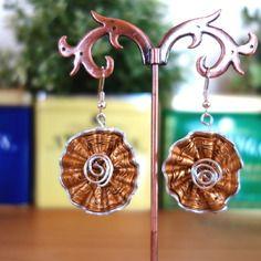 Boucles d'oreilles dorées avec spirale argenté en capsules de café nespresso