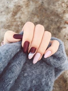 22 Fall Nail Designs To Spice Up Your Look nail art - Hair and Beauty eye makeup. 22 Fall Nail Designs To Spice Up Your Look nail art - Hair and Beauty eye makeup. Hair And Nails, My Nails, Fall Nail Art Designs, Tattoo Zeichnungen, Pretty Nail Art, Holographic Nails, Stylish Nails, Winter Nails, Fall Nails