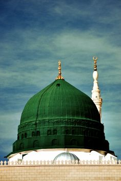 The Iconic Green Dome of Masjid al Nabawi. Islamic Images, Islamic Pictures, Islamic Art, Islamic Designs, Islamic Quotes, Al Masjid An Nabawi, Masjid Al Haram, Beautiful Mosques, Beautiful Images