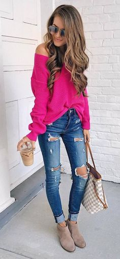 fall fashion trends / oversized sweater + rips + bag + boots