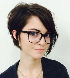 Looking cute and cool is very easy with the long pixie crop hairstyles. The latest trends 2017 clearly show that these styles are very popular thanks to th