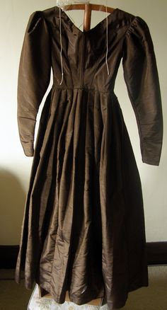 Quaker Dress Code | Photographs of brown Quaker dress belonging to Sarah Benson Walker ...