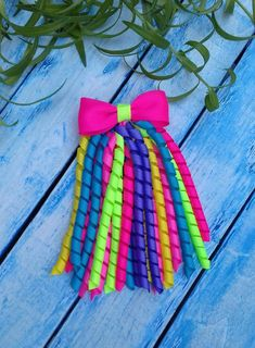 hair bows Streamer hair bow ready to ship in days You can choose any color from baby streamer bow. Girls bow made of grosgrain ribbon. Diy Ribbon, Ribbon Bows, Grosgrain Ribbon, Ribbon Flower, Fabric Flowers, Ribbons, Baby Hair Clips, Baby Hair Bows, Pelo Multicolor