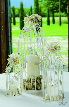 Nozze Shabby Chic | Lanterne avorio, fiori in lino nocciola e nastro cuori verdi