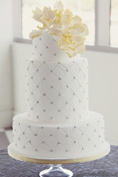 minus the flower All White Wedding, White Wedding Cakes, Beautiful Wedding Cakes, Gorgeous Cakes, Pretty Cakes, Perfect Wedding, Cupcakes, Cupcake Cakes, Wedding Wishes