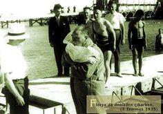 Atatürk Florya'da Denizde
