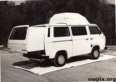 Volkswagen T3 Vanagon - some sort of slide out that predates modern ones.