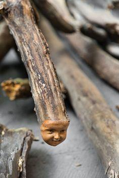 """Danh Vo Log Dog (detail), 2013 Courtesy of the artist and kurimanzutto, Mexico City Ph: Estudio Michel Zabé, 2013 """"Slip of the Tongue"""" at Punta della Dogana, Venice (2015)"""