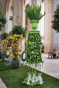 Guildford Cathedral Flower Gala 2013 – Floral Designs by Paula Pryke : Part 1 | Flowerona