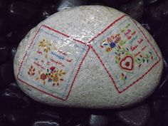 "Pedras decoradas com ""Lenços dos Namorados"".  Decorated stones, rocks, pebbles"
