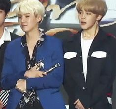 Yoongi's otp is the award. But he gave it to Jiminnie without any hesitation. I-I-I SHIP YOONMIN TOO