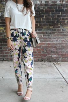 Cute floral pants, heels, and a simple top. Adorable outfit!