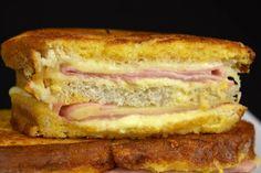 Si hay alguna prueba fehaciente de que los pecados existen, una de ellas es este sándwich, el sándwich Montecristo, el emparedado mixto rebozado.