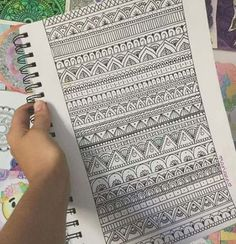 The Mandala Art Worked In With These Zentangle Patterns are SO Incredible! Mandala Doodle, Mandala Art Lesson, Mandala Drawing, Mandala Painting, Doodle Art, Tangle Doodle, Mandala Design, Mandala Pattern, Pattern Art
