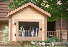 Based on the Little Free Library concept, this house-shaped outdoor library is a cute way to surprise the kids with a wide selection of good reads. Little Free Libraries, Free Library, Montessori, Modern Outdoor Furniture, Outdoor Decor, Outdoor Education, Modern Kids, Kid Spaces, Kids Furniture