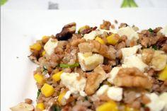 Sałatka z kaszą gryczaną, orzechami, serem feta i suszonymi pomidorami Fried Rice, Risotto, Food And Drink, Lunch, Meals, Vegetables, Cooking, Ethnic Recipes, Fitness