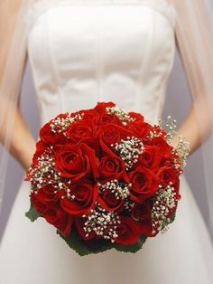 You want your wedding flowers to be beautiful. If you want your wedding to feel festive and fun, then a colorful bridal bouquet is a natural choice for you. Black Red Wedding, Purple Wedding, Fall Wedding, Wedding Colors, Dream Wedding, Apple Red Wedding, Black Weddings, Red Wedding Flowers, Geek Wedding