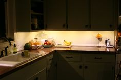 Want a new counter? Try this amazing copper countertops tutorial! Popular Kitchen Designs, Countertops, Online Kitchen Design, Kitchen Renovation Inspiration, Free Kitchen Design, Kitchen Remodel, Kitchen Remodeling Projects, Copper Countertops, Kitchen Renovation