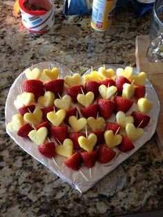 Valentine s day fruit tray idea- pineapple hearts on strawberries! valentine's day fruit tray ideas - (I don't think the link takes you to the right spot but this pic gives you an easy idea. the yellow is pineapple cut in heart shapes. Fruit Plate, Fruit Trays, Fruit Snacks, Party Snacks, Lunch Party Ideas, Party Trays, Parties Food, Veggie Tray, Vegetable Trays
