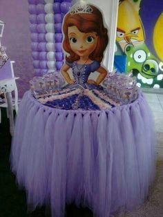 Mesa de dulces, decorada como princesa Sofía.
