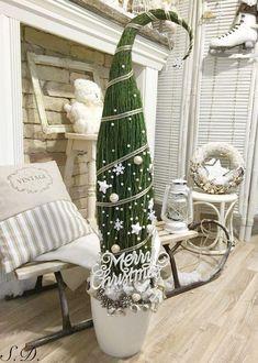 Grincsfa | Fotó via pinterest.com Grinch Christmas, Christmas Love, Rustic Christmas, Handmade Christmas, Christmas Holidays, Christmas Wreaths, Christmas Crafts, Seasonal Decor, Holiday Decor