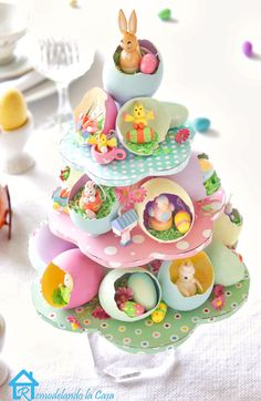 Easter egg tree centerpiece Painted egg shells are the homes to lots of tiny Easter fellows. Learn how to create this centerpiece to adorn your Easter table. Easter Projects, Easter Crafts, Easter Ideas, Easter Decor, Easter Centerpiece, Easter Tree Decorations, Shell Decorations, Diy Projects, Egg Crafts