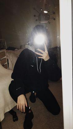 Recently shared poses para fotos sozinha no espelho ideas & poses Profile Pictures Instagram, Instagram Pose, Applis Photo, Fake Photo, Cute Girl Photo, Girl Photo Poses, Tumblr Photography, Girl Photography Poses, Cool Girl Pictures