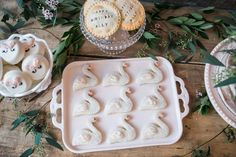 """The cutest swan sugar cookies for a """"swans and sweets"""" themed birthday party! Diy Christmas Decorations Easy, Balloon Decorations Party, Teenager Birthday, Girl Birthday, Jenny Cookies, Fresh Rose Petals, Singing Happy Birthday, Super Party, Vintage Party"""