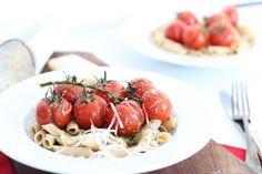 Pasta pistoe // 5 or less Pasta Noodles, Healthy Recipes, Healthy Dinners, Healthy Foods, Penne, Caprese Salad, Pasta Recipes, Vegan Vegetarian, Love Food