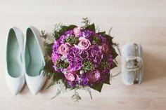 Wedding boquet with purple tones