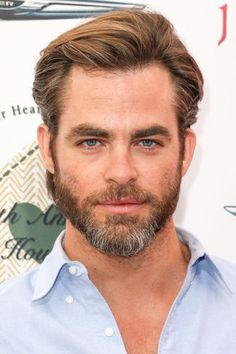 Chris Pine, LOOOVE the silver foxy beard