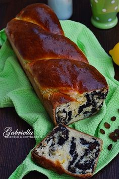 Gabriella kalandjai a konyhában :): Foszlós citromos-mákos kalács Easter Recipes, My Recipes, Bread Recipes, Dessert Recipes, Cooking Recipes, Favorite Recipes, Hungarian Recipes, Baking And Pastry, Winter Food