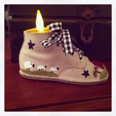 Primitive Hand Painted baby shoes...have painted a few of these my self....appears to be a Marie Provost pattern.....