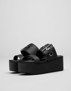 Black wedges with buckle - Heeled sandals - Shoes - Woman - PULL&BEAR United Kingdom