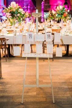 Eine glamouröse Tropical Industrial Wedding mit Star Wars Zitaten | Hochzeitsblog The Little Wedding Corner Boho Wedding, Wedding Inspiration, Table Decorations, Beautiful, Asia, Industrial, Home Decor, Star Wars Quotes, Floral Logo