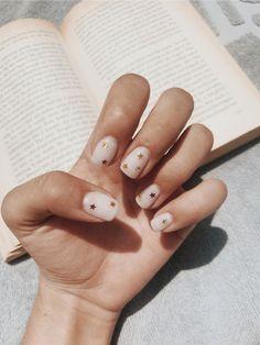 ✔ 65 classy nail art designs for prom 2019 20 - Nageldesign - Nail Art - Nagellack - Nail Polish - Nailart - Nails Star Nails, New Year's Nails, Hair And Nails, Star Nail Art, S And S Nails, Cute Nails, Pretty Nails, Cute Nail Colors, Nail Art Vernis