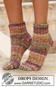 Free knitting patterns and crochet patterns by DROPS Design Crochet Bolero Pattern, Baby Hat Knitting Pattern, Knitting Machine Patterns, Knitting Socks, Knit Patterns, Free Knitting, Drops Design, Knitted Slippers, Knitted Hats