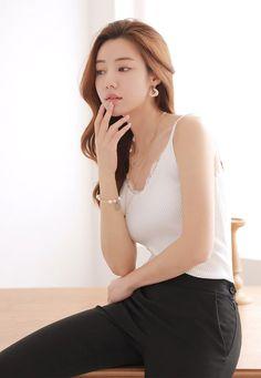 로즈비 레이스 니트 나시 in 2020 Beautiful Girl Image, Beautiful Asian Women, Fashion Poses, Fashion Outfits, Korean Girl Fashion, Fashion And Beauty Tips, Japan Fashion, Bellisima, Asian Beauty