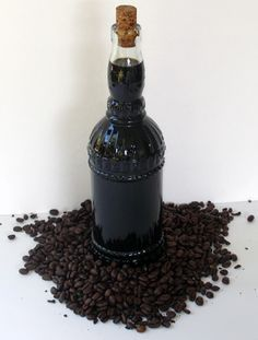 Learn how to make a homemade coffee liqueur that is similar to Kahlua® and Tia Maria®. This coffee liqueur recipe is simple to make and it can be made with regular ground coffee or instant coffee. Homemade Kahlua, Homemade Liquor, Homemade Spices, Homemade Food, Kahlua Recipes, Coffe Recipes, Liquor Drinks, Alcoholic Drinks, Beverages