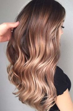Colors of light brown hair are exactly what you need if you can't make up your mind which side you would like to take. There is nothing too light nor too dark, it is the perfect middle you have been looking for.#haircolor #lightbrownhair# hairhighlights#brownbalayage