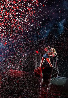 We are never ever getting back together- red tour
