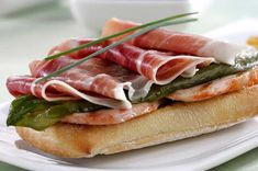 Tapas in Sevilla Serrano Ham, Spanish Food, Pork Loin, Culinary Arts, Wine Tasting, Tapas, Wine Recipes, Catering, Madrid