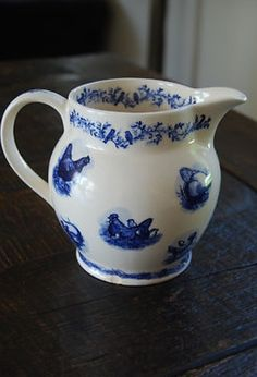 Emma Bridgewater RARE Chickens 1.5 Pint Jug. Produced in 2001 as part of a series of the jug and three different mugs.