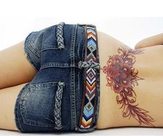 It is a fact that tattoos are that type of body art which is fun for all of us! One kind of tattoo design that just tops the list is these lower back tattoos. They can give you that epitome of feminin Sexy Tattoos, Subtle Tattoos, Cover Up Tattoos, Trendy Tattoos, Tribal Tattoos, Tattoo Girls, Cute Girl Tattoos, Girl Back Tattoos, Paris Tattoo