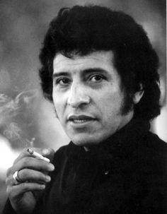 Víctor Lidio Jara Martínez (September 1932 – September was a Chilean teacher, theatre director, poet, singer-songwriter and political activist. Victor Jara, Simple Portrait, Male Photography, Beautiful Waterfalls, Guy Pictures, Music Love, American Artists, Documentaries, The Voice